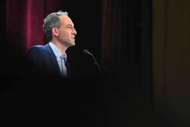 Raphaël Glucksmann, candidat Place publique-PS aux européennes du 26 mai en meeting à Bordeaux le 2 mai 2019.