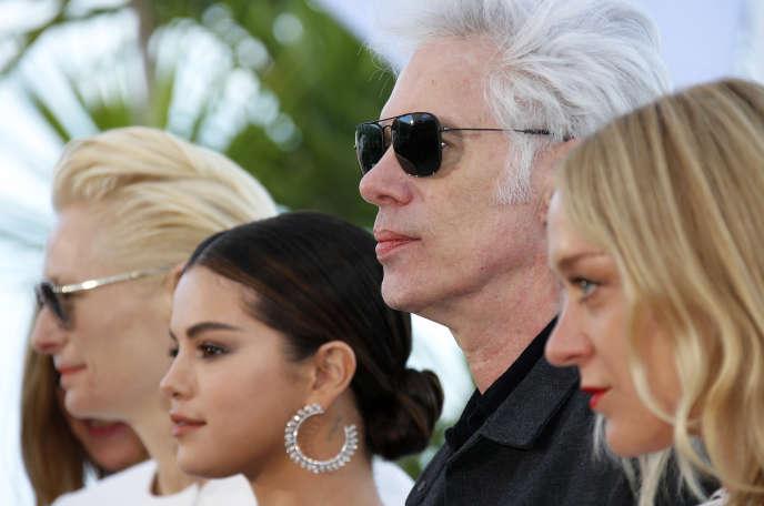 De gauche à droite: Tilda Swinton, Selena Gomez,Jim Jarmusch et Chloë Sevigny à Cannes, le 15mai.