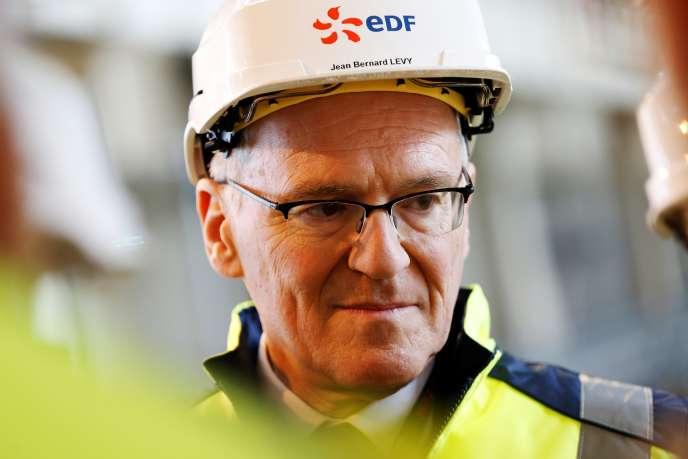 Le PDG d'EDF, Jean-Bernard Lévy, en visite sur le site de l'EPR deFlamanville (Manche), en février 2018.