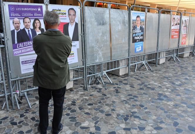 Des panneaux électoraux en vue des élections européennes du 26 mai.
