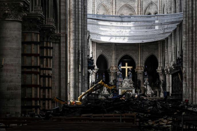 A l'intérieur de la cathédrale Notre-Dame, à Paris, le 15 mai 2019.