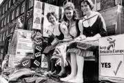 De jeunes militantes du maintien dans l'Union européennele 31 mai 1975, à Cardiff.
