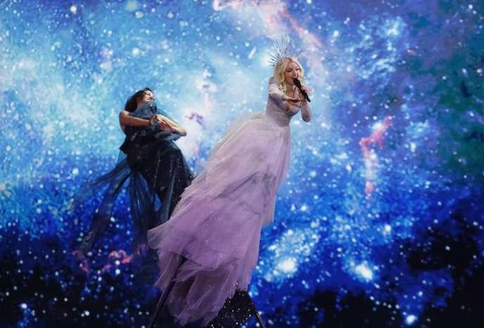 La chanteuse australienne Kate Miller-Heidke chante« Zero Gravity» lors de la première demi-finale de l'Eurovision, le 14mai, à Tel-Aviv.