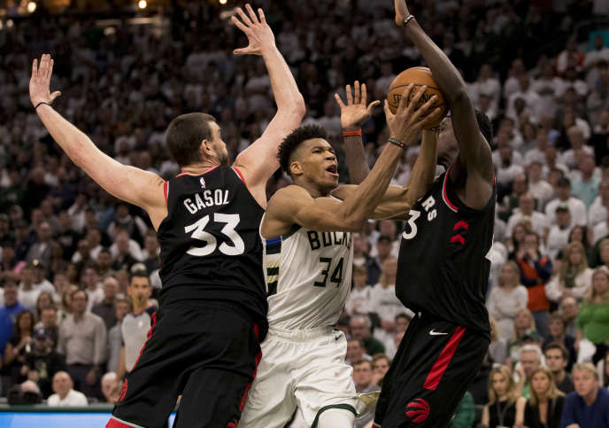 The Milwaukee Bucks and Giannis Antetokounmpo (white jersey) struggled to beat the Toronto Raptors on Wednesday, May 15th in their theaters.