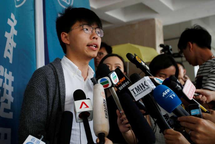 S'exprimant devant les journalistes à son arrivée au tribunal, jeudi 16 mai, Joshua Wong a dit envisager « avec l'esprit calme » la perspective de son emprisonnement.