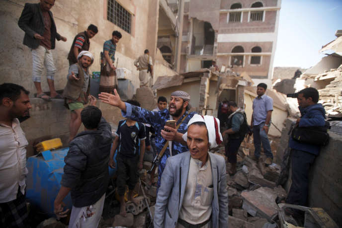 Après une frappe de la coalition conduite par l'Arabie saoudite contre les rebelles houthistes, à Sanaa, au Yémen, le 16 mai.