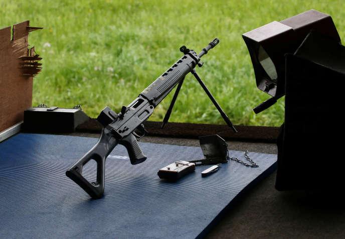 Un fusil d'assaut SIG-550utilisé durant une compétition à Romont, en Suisse.