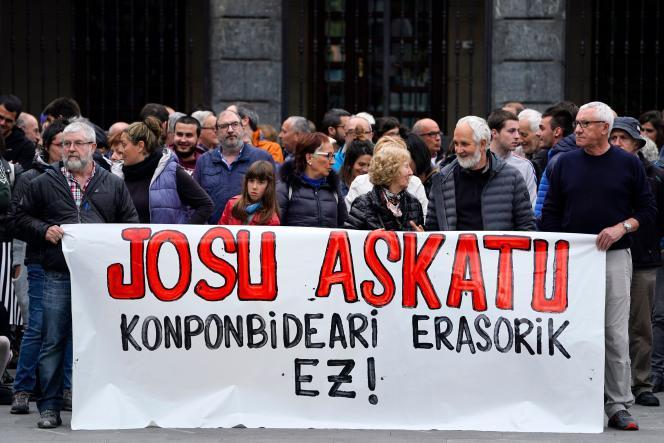 Une manifestation dans le village basque espagnol de Miraballes, après l'arrestation en France de Josu Ternera, le 16mai2019. Les manifestants demandent« liberté pour Josu ».