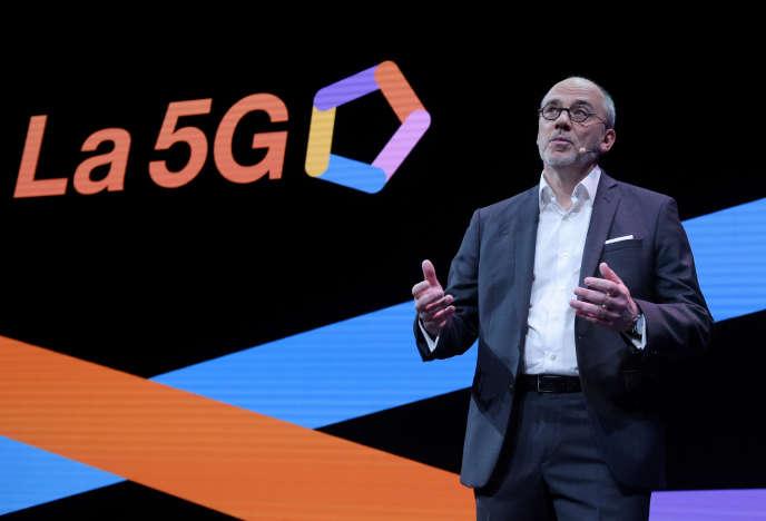 Le PDG d'Orange, Stéphane Richard, parle de la stratégie de son groupe en matière de 5G, le 18 avril, à Paris.
