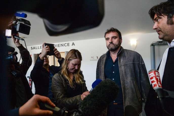 Le docteur Frédéric Pechier, le 29 mars 2017 à Besançon, aux côtés de son avocat Randall Schwerdorffer.