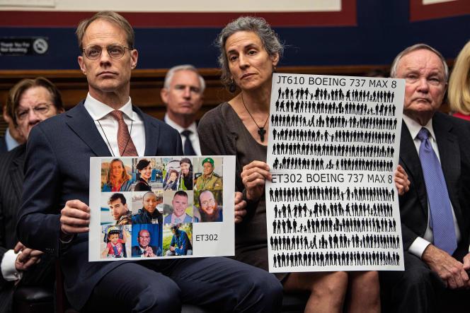 Des parents de victimes du crash du Boeing 737 d'Ethiopian Airlines à la Chambre des représentants lors d'une auditionsur les crashes de l'avionneur, mercredi 15 mai, à Washington.