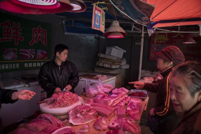 L'étal d'un boucher sur un marché de Pékin, le 11 avril.