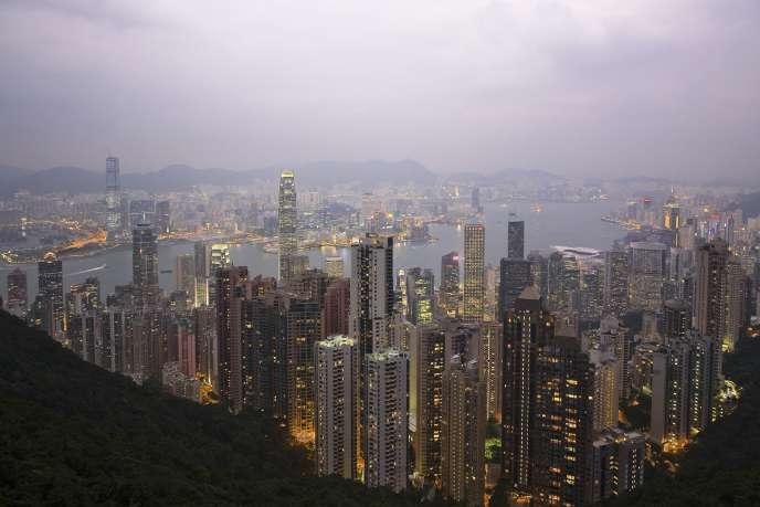 A l'image de Hong Kong, en Chine, la croissance en Asie s'accompagne d'une urbanisation très dense. Et de quoi encore ? Pour le savoir, rendez-vous à la 12e question...