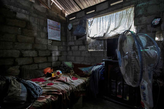La chambre de Janisha Vidushan, 16 ans, à Negombo, le 30 avril. L'étudiant a été tué avec son cousin, sa tante et sa grand-mère.