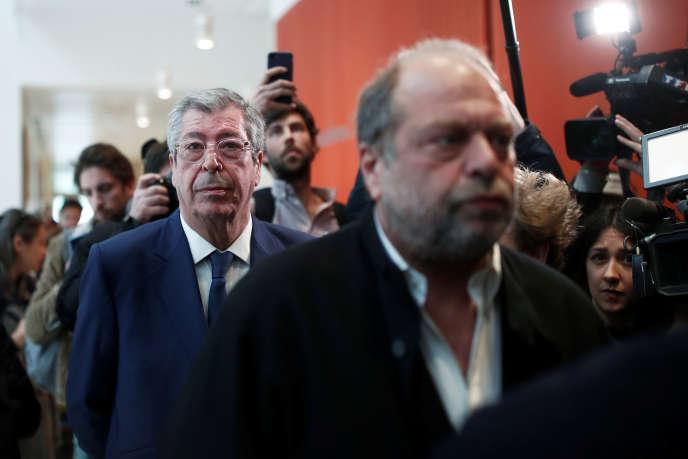 Patrick Balkany derrière son avocat, Me Dupont-Moretti, au tribunal de Paris, le 13 mai.