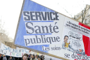 «Partout, on dénonce un manque de moyens et une dévalorisation des métiers» (Manifestation à Paris).