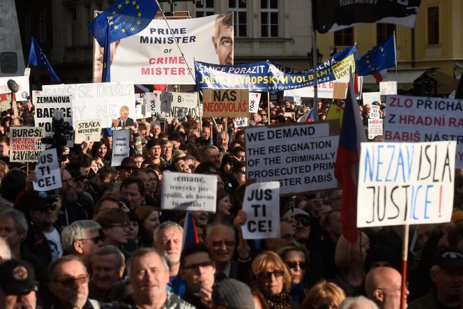 Rassemblement contre le chef du gouvernement tchèque Andrej Babis et la ministre de la justice Marie Benesova, à Prague, le 13 mai.