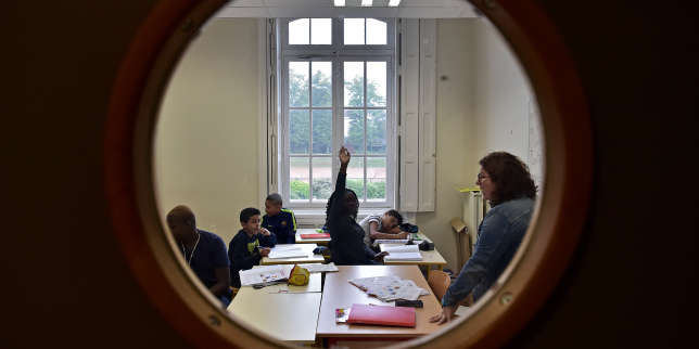 High school students attend a class at the Apprentis d'Auteuil-managed Saint-Philippe school in Meudon outside Paris on September 11, 2017. - The youth charity Apprentis d'Auteuil helps young students in difficulties to reconcile them with school. (Photo by CHRISTOPHE ARCHAMBAULT / AFP)