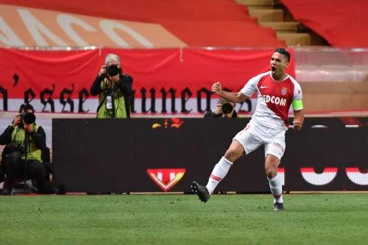L'attaquant monégasque Falcao célèbre son but contre Amiens, samedi 18 mai, lors de la 37e journée de Ligue 1.