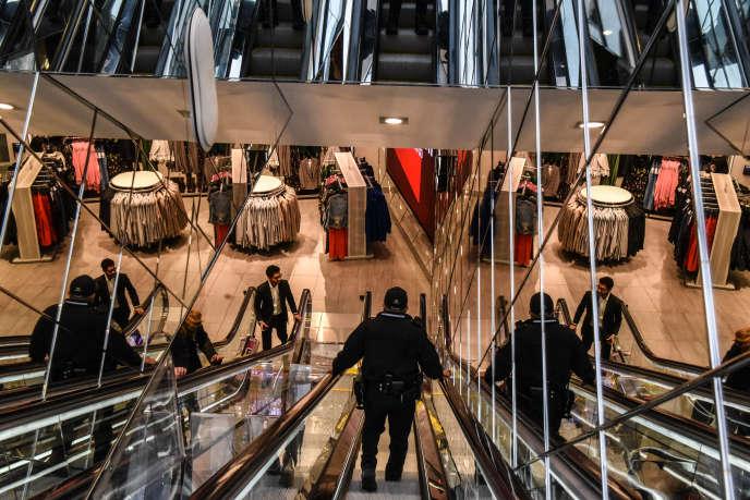 Dans un magasin H&M à New York, en novembre 2017.