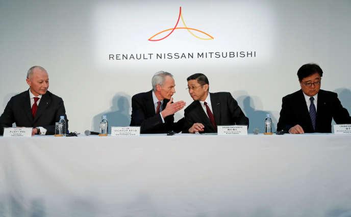 De gauche à droite, Thierry Bolloré, directeur général de Renault, Jean-Dominique Senard, président du constructeur français, Hiroto Saikawa, PDG de Nissan,et Osamu Masuko, patron de Mitsubishi, le 12 mars 2019 à Yokohama.