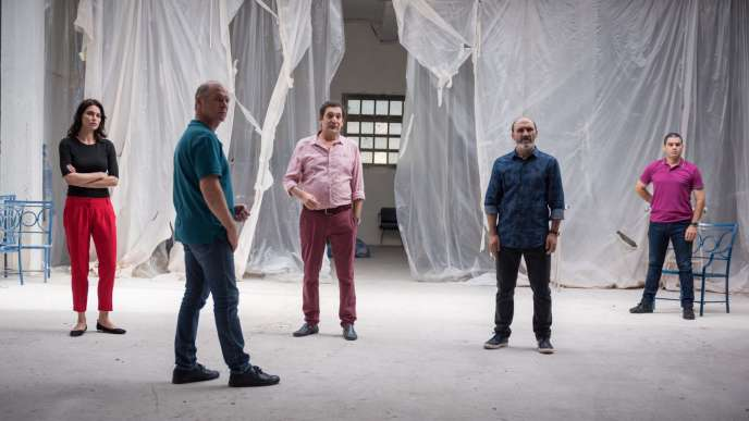 De geuche à droite : Agustí Villaronga,Antonio Buíl,Catrinel Marlon,Vlad Ivanov, dans « Les Siffleurs», deCorneliu Porumboiu.