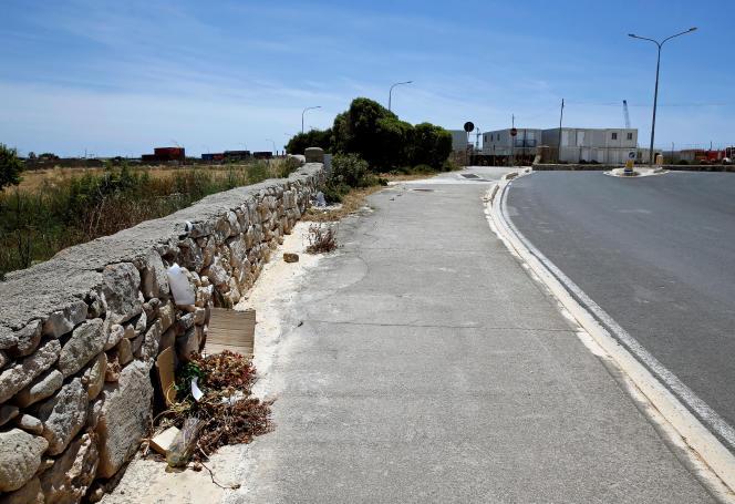 Sur le site du meurtre deLassana Cissé, le 19 mai à Hal Far, à Malte.