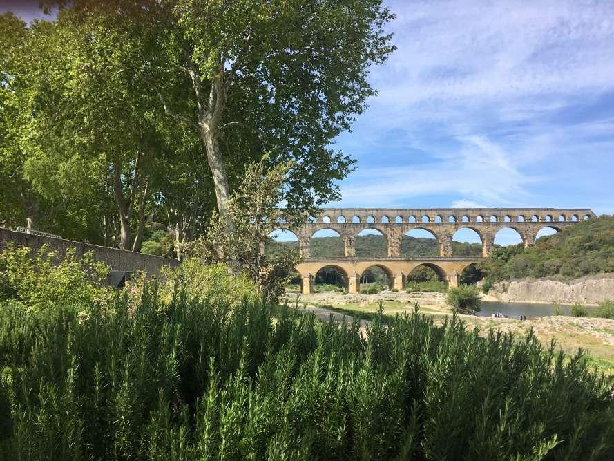 Le pont romain, des paysages et des jardins – et un artiste japonais