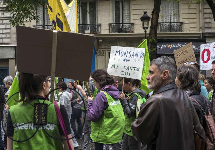 Lors de la marche mondiale contre Monsanto à Paris, le 18 mai.