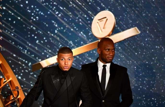 Kylian Mbappe et Didier Drogba, dimanche 19 mai, lors de la soirée des trophées UNFP.