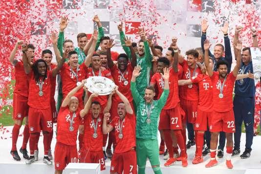 Le Bayern Munich avec le trophée de champion d'Allemagne, le 18 mai 2019.