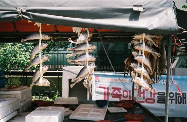 Boutique de poissons séchés dans le quartier de Gukjegeumyung.