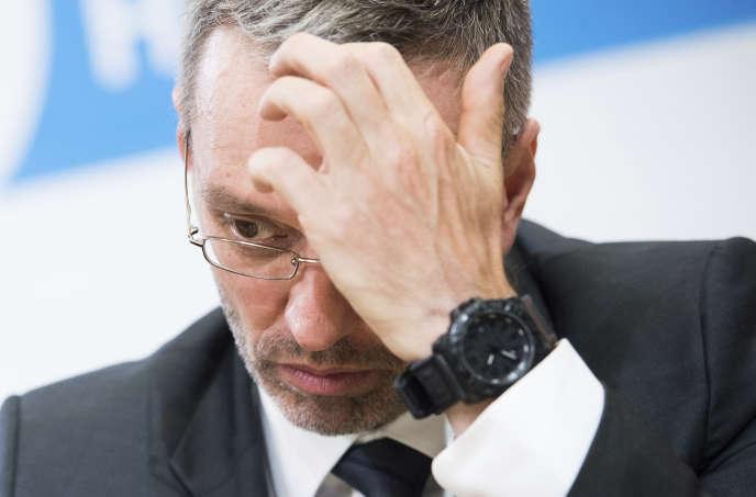 Herbert Kickl, ministre de l'intérieur limogé, lors d'une conférence de presse à Vienne, le 20 mai.