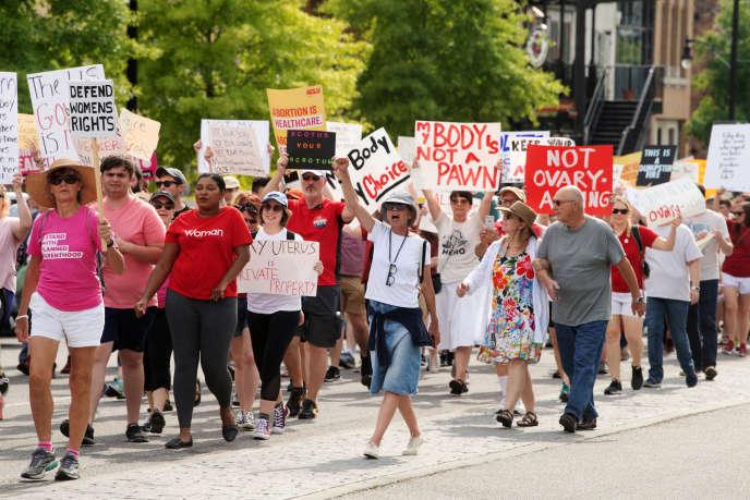 Le 19 mai, manifestation devant le Capitole de l'Alabama contre la loi interdisant l'avortement dans cet Etat.