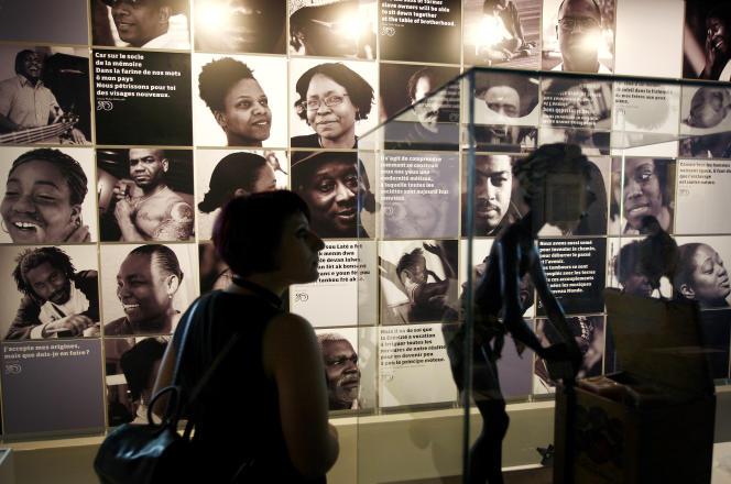 «Ancien port de négrier, Bordeaux tente de regarder son histoire en face» - Une exposition permanente consacrée au commerce et à l'esclavage atlantiques, en mai 2009 au Musée d'Aquitaine à Bordeaux. Le port était le deuxième centre le plus important pour les activités du commerce des esclaves après Nantes.