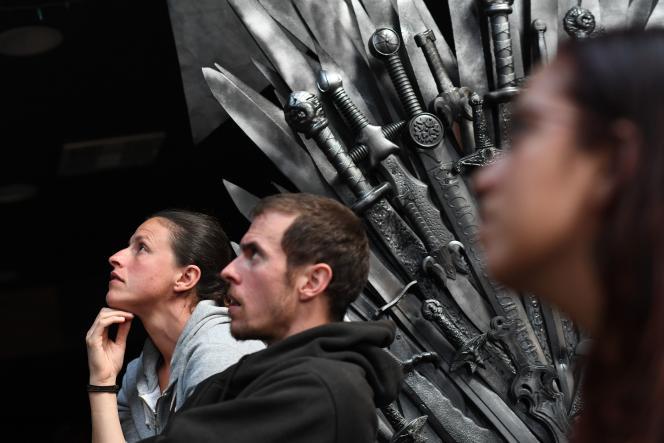 Des fans de «Game of Thrones» rassemblés en Californie pour regarder l'épisode final de la série, dimanche 19 mai.