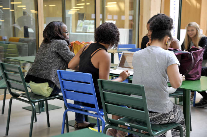 Les lycéens ont un temps limité pour répondre aux propositions d'admission des formations.