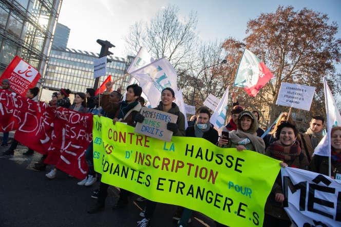 Un cortège de l'UNEF proteste contre l'augmentation des droitsd'inscription pour les étudiants étrangers, à Paris, en décembre 2018.