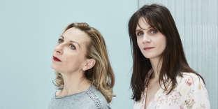 Les comédiennes et chanteuses Natalie Dessay (à gauche) et Judith Chemla (à droite), à Paris, le 29 avril 2019.