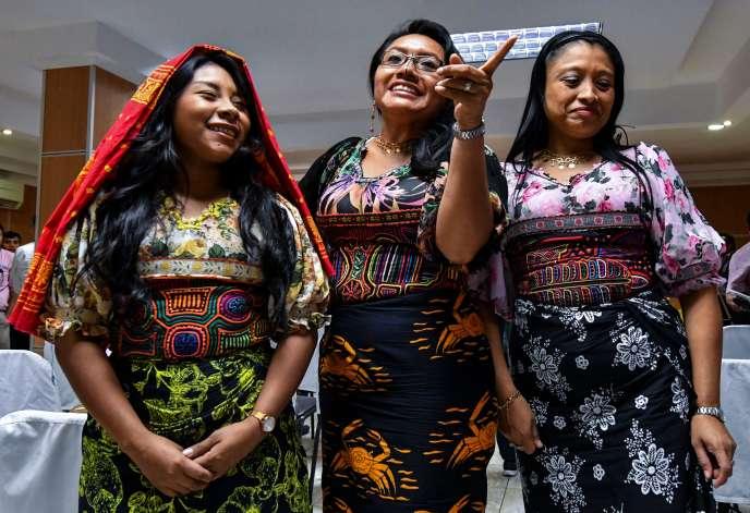 Des femmes indigènes portant le motif« molas», lors d'une conférence de presse à Panama City.