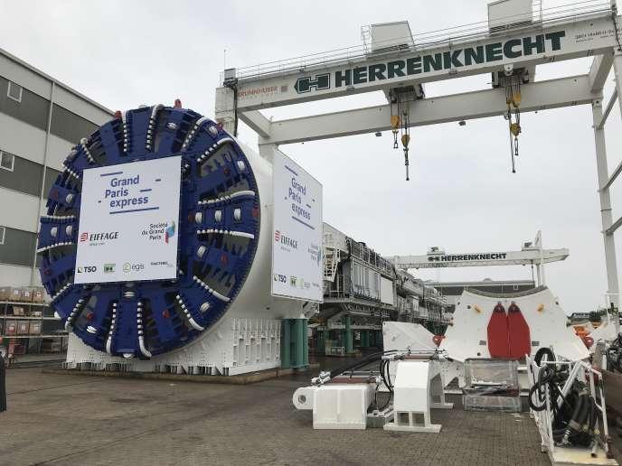 Le tunnelier commandé par Eiffage pour forer des galeries de la ligne 16 du Grand Paris Express, dans l'usine Herrenknecht de Schwanau, en Allemagne.