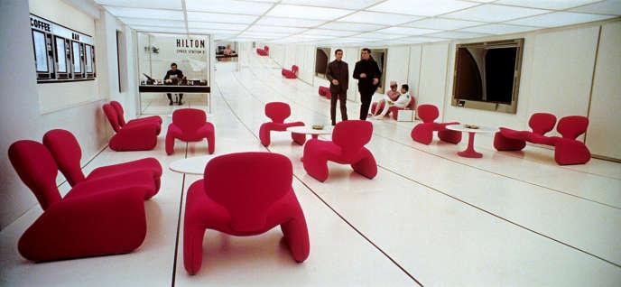 Assises Djinn d'Olivier Mourgue vues dans « 2001, L'Odyssée de l'espace », de Stanley Kubrick (1968).