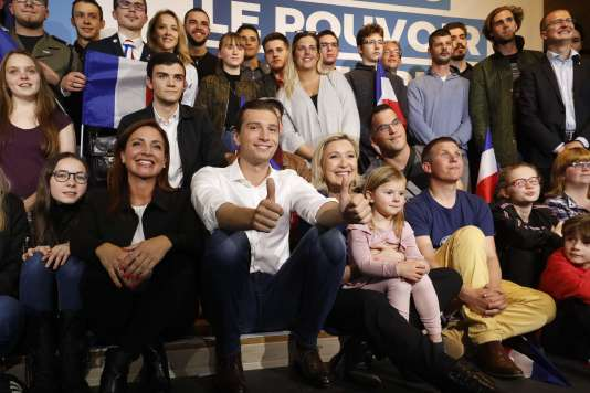 Marine Le Pen et Jordan Bardella ont immortalisé leur passage en meeting à Villeblevin.