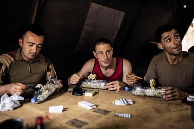Déjeuner sous la tente au camp  de Gossi, le 22avril.