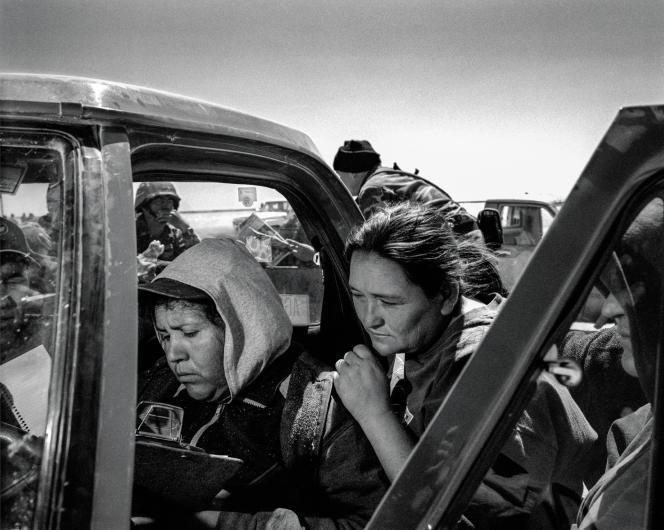 Monica González (dans le véhicule), la fille du chef de la tribu amérindienne Cucapá. Elle milite pour que son peuple puisse continuer à vivre de la pêche dans le golfe de Californie.