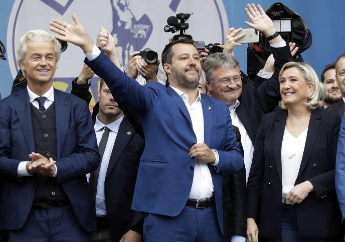 De gauche à droite, le Néerlandais Geert Wilders, dirigeant du Parti pour la liberté, Matteo Salvini, le ministre italien de l'intérieur, l'Allemand Jörg Meuthen, porte-parole d'Alternative pour l'Allemagne, etMarine Le Pen, présidente du Rassemblement national, le 18 mai 2019, à Milan.