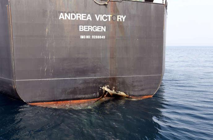 L'« Andrea-Victory », l'un des quatre navires endommagés lors d'« un acte de sabotage», le 13 mai près du port de Foujeyra (Emirats arabes unis).