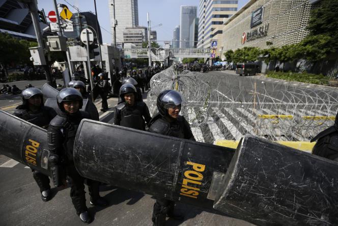 Plus de 30 000membres des forces de l'ordre ont été déployés à Djakarta, mercredi22mai.