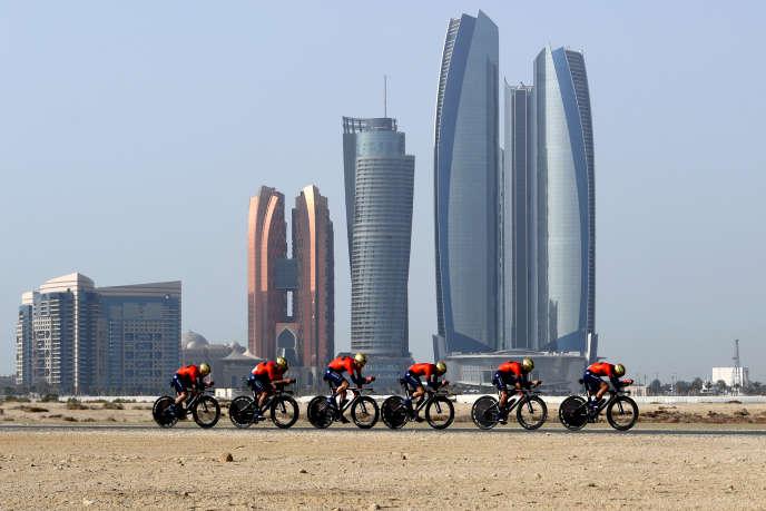 Chez Bahrain-Merida, Milan Erzen fait le lien entre le propriétaire de l'équipe, le prince bahreïni Nasser ben Hamed Al-Khalifa, et la direction sportive. Dans un communiqué, publié par l'équipe en novembre 2017, il était cité en tant que « managing director » (directeur exécutif).