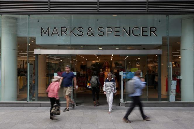 Un Marks & Spencer à Londres. L'enseigne britannique a annoncé la fermeture de 110 magasins en 2019 lors de la présentation de ses résultats le 22 mai.